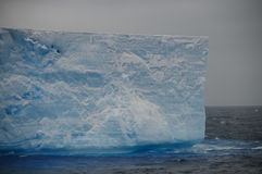 在Anarctic威德尔海的大表格冰山 库存图片