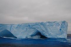 在Anarctic威德尔海的大表格冰山 免版税图库摄影