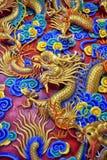 在Anek Kusala Sala Viharn Sien中国寺庙的美好的中国龙雕塑在芭达亚, 免版税图库摄影