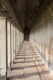 在Angkor Wat的古老走廊 免版税图库摄影