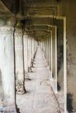 在Angkor Wat的古老走廊 免版税库存图片