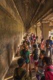 在Angkor Wat的古老走廊 图库摄影