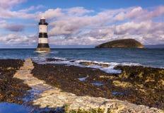 在Anglesey,威尔士的Penmon灯塔 免版税库存图片