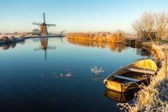 在Angstel河的风车在Baanbrugge 库存图片