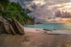 在anse乔其纱, praslin,塞舌尔群岛2的天堂海滩 库存图片