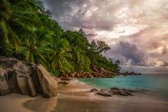 在anse乔其纱, praslin,塞舌尔群岛7的天堂海滩 免版税库存照片