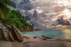 在anse乔其纱, praslin,塞舌尔群岛4的天堂海滩 图库摄影