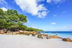 在anse拉齐奥, praslin,塞舌尔群岛的惊人的天堂海滩 库存图片