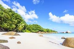 在anse拉齐奥, praslin,塞舌尔群岛的惊人的天堂海滩 库存照片