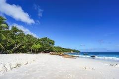 在anse拉齐奥, praslin,塞舌尔群岛66的惊人的天堂海滩 免版税库存照片