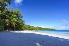 在anse拉齐奥, praslin,塞舌尔群岛16的惊人的天堂海滩 免版税库存图片