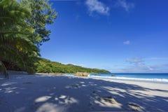 在anse拉齐奥, praslin,塞舌尔群岛35的惊人的天堂海滩 库存照片