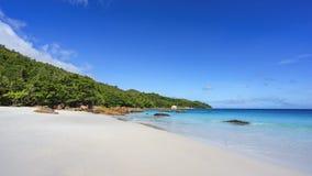 在anse拉齐奥, praslin,塞舌尔群岛64的惊人的天堂海滩 免版税库存图片