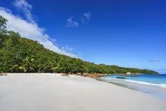 在anse拉齐奥, praslin,塞舌尔群岛65的惊人的天堂海滩 免版税库存照片