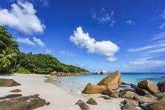 在anse拉齐奥, praslin,塞舌尔群岛84的惊人的天堂海滩 免版税库存图片