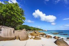 在anse拉齐奥, praslin,塞舌尔群岛82的惊人的天堂海滩 免版税库存图片