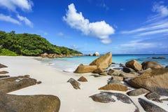 在anse拉齐奥, praslin,塞舌尔群岛85的惊人的天堂海滩 免版税库存图片
