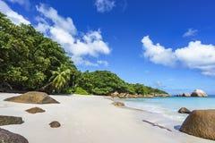 在anse拉齐奥, praslin,塞舌尔群岛90的惊人的天堂海滩 免版税图库摄影