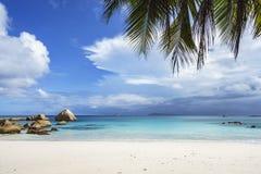 在anse拉齐奥, praslin,塞舌尔群岛98的惊人的天堂海滩 免版税库存图片