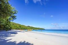 在anse拉齐奥, praslin,塞舌尔群岛33的惊人的天堂海滩 库存图片