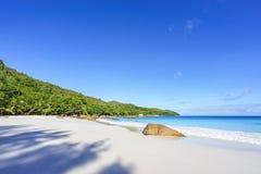 在anse拉齐奥, praslin,塞舌尔群岛53的惊人的天堂海滩 免版税库存照片