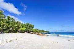 在anse拉齐奥, praslin,塞舌尔群岛66的惊人的天堂海滩 免版税库存图片