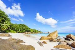 在anse拉齐奥, praslin,塞舌尔群岛89的惊人的天堂海滩 图库摄影