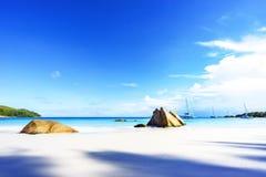 在anse拉齐奥, praslin,塞舌尔群岛55的惊人的天堂海滩 免版税库存照片