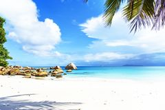 在anse拉齐奥, praslin,塞舌尔群岛94的惊人的天堂海滩 免版税库存照片