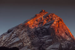 在Antelao峰顶的冬天日落 库存图片