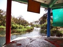 在Anusuiya聚会所,奇特拉科奥特附近的圣洁岩石 图库摄影