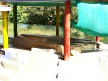 在Anusuiya聚会所,奇特拉科奥特附近的圣洁岩石 免版税库存图片
