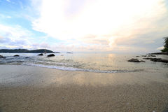 在Ao海滩普吉岛参议员的早晨天空 库存图片