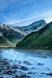 在Aoraki Mt的河的看法和山烹调国家公园 免版税图库摄影