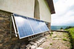 在apline小屋的太阳电池板 图库摄影