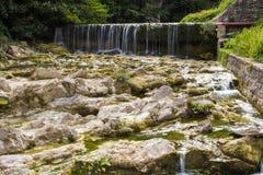 在appennino Tosco埃米利亚的一点瀑布 库存照片