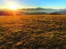 在Appennino Toscoemiliano的冬天日落 图库摄影