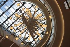 在Aquis广场的现代设计师灯在亚琛 免版税库存图片