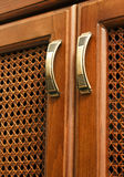 在arabisk木门的把柄 免版税库存照片
