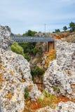 在Aradena峡谷,克利特的著名桁架桥 免版税库存照片