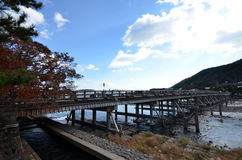 在Arashiyama的著名Togetsukyo桥梁 库存图片