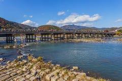 在Arashiyama的Togetsu-kyo桥梁在京都 免版税库存图片