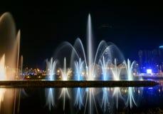在Ardagani湖的跳舞喷泉 巴统 佐治亚 免版税图库摄影