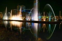 在Ardagani湖的跳舞喷泉 巴统 佐治亚 免版税库存照片
