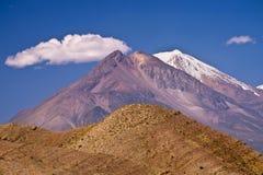 在Areqiupa附近的火山 库存图片