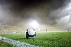 在Aris和Boca小辈之间的足球比赛 免版税库存照片