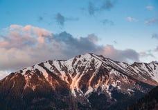 在Arkhiz山的日落 免版税库存图片