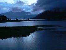 在Arrow湖的晚上心情 库存图片