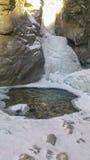 在Arshan手段的瀑布  免版税库存照片
