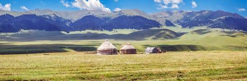 在Assi山高原的Yurt  阿尔玛蒂地区,哈萨克斯坦 免版税库存照片